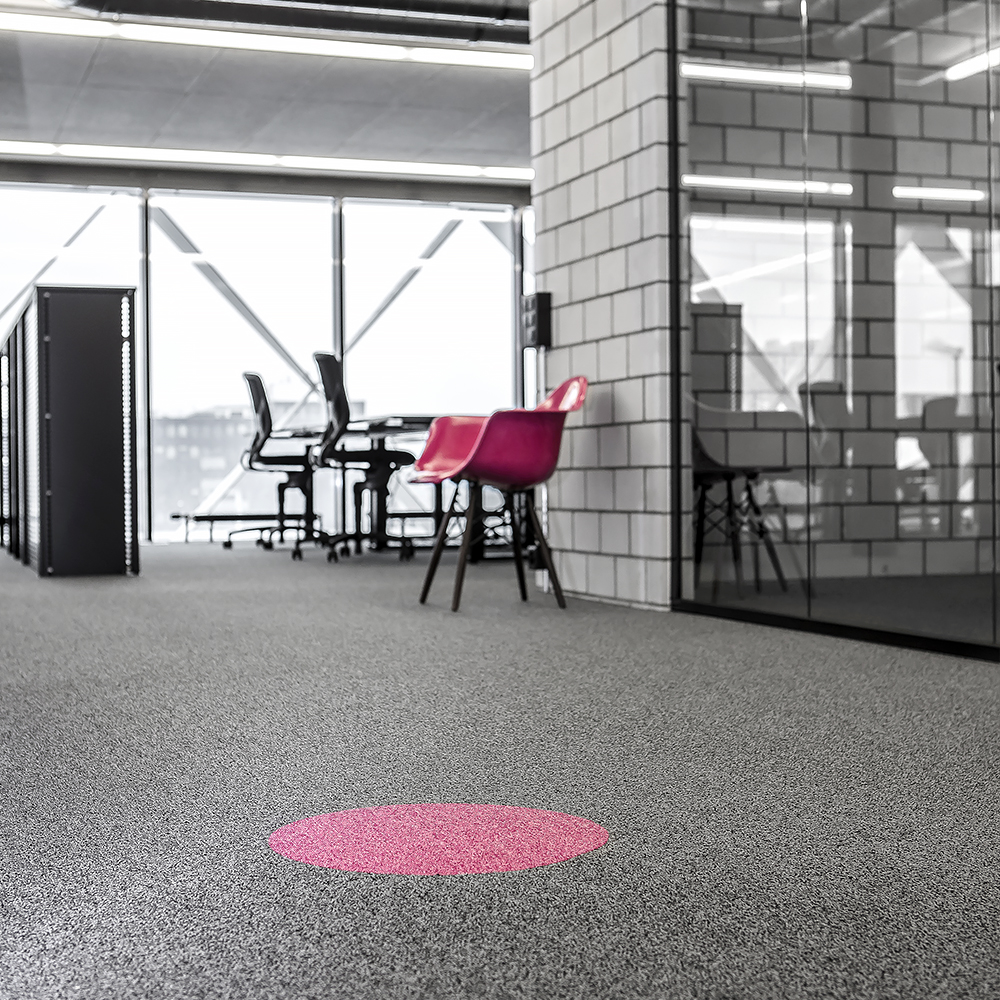 Ticketmaster Schweiz Officedesign Pinker Stuhl