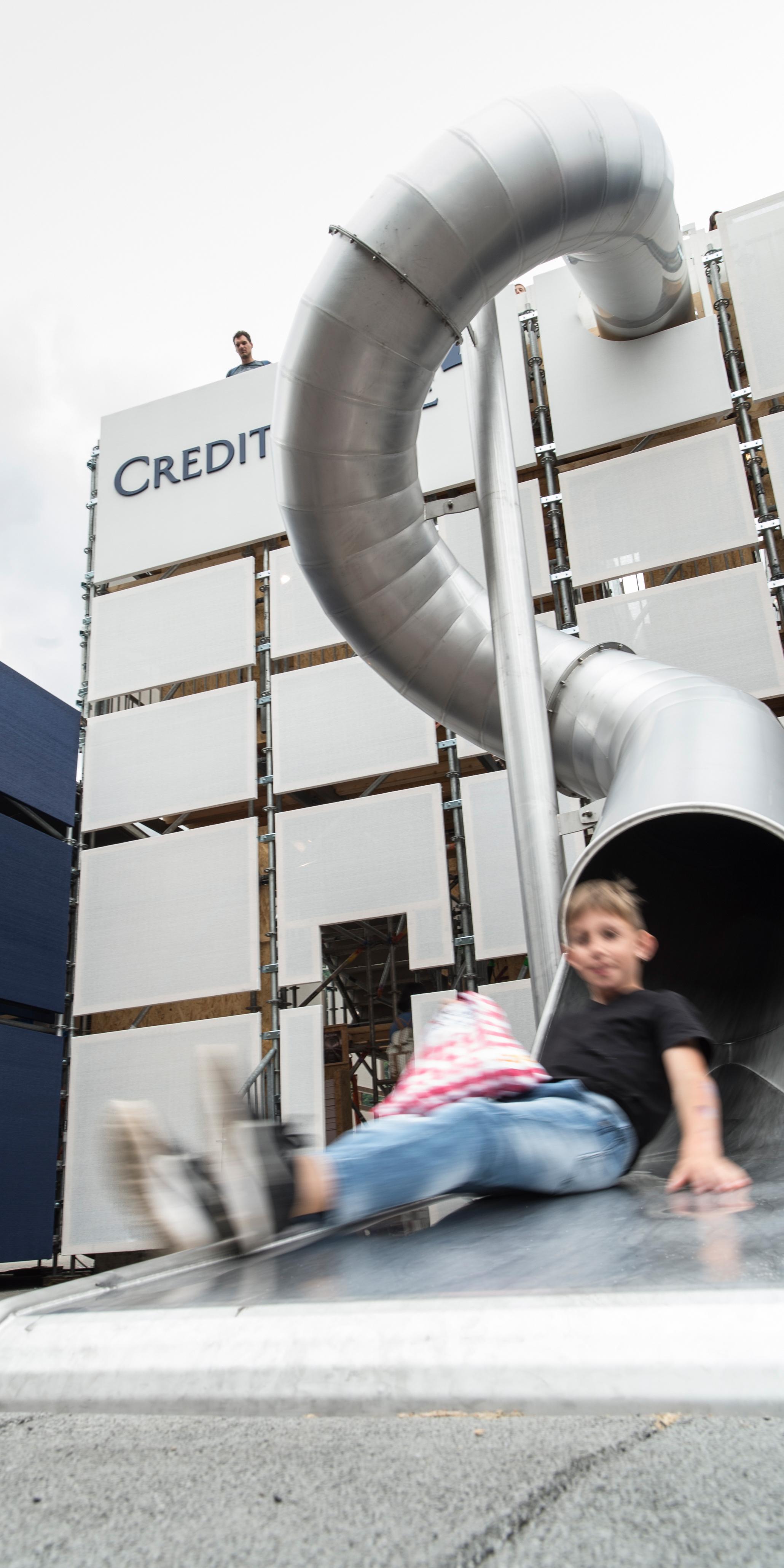 Credit Suisse Eröffnung Gottardo Kind Rutsche