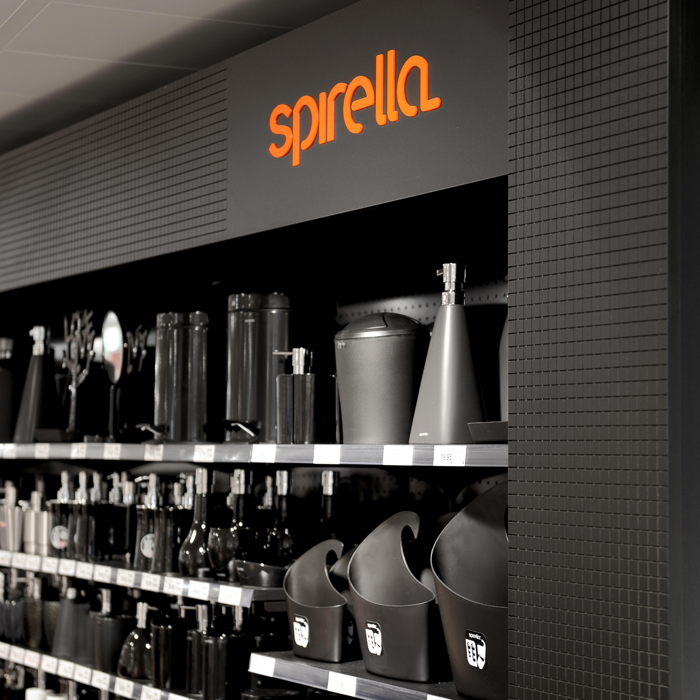 Spirella Shop-in-Shop-Konzept Rückwand